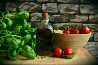 Albahaca y tomate dieta mediterránea